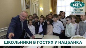 Школьники из Пинска первыми посетили обновленную экспозицию музея денег Нацбанка