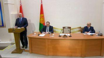 Лукашенко прокомментировал отток медиков и пояснил, почему СМИ муссируют этот вопрос