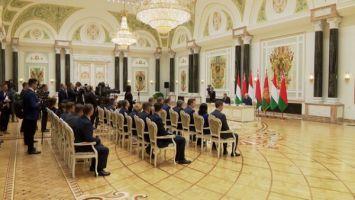 Некоторые государства Западной Европы навязывают другим свою точку зрения, и многие это терпят - Орбан