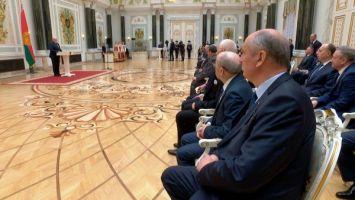 """""""Главной опорой государства был и всегда будет человек труда"""" - Лукашенко вручил госнаграды"""