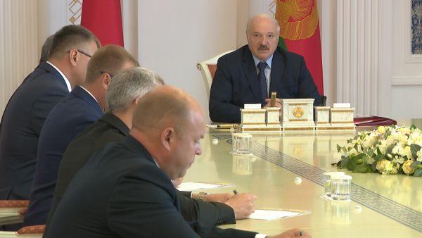 Внимание на дисциплину и отстающие хозяйства - Лукашенко поставил задачи перед местной вертикалью