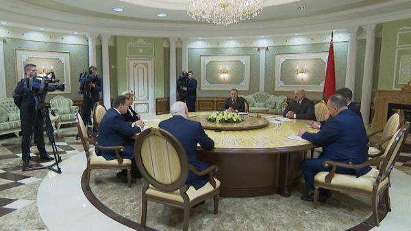 Строить жилье и развивать сельское хозяйство - Лукашенко предложил Новгородской области новые проекты