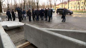 Лукашенко требует урегулировать ситуацию с текучестью кадров на некоторых предприятиях