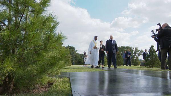 Наследный принц Абу-Даби посадил дерево на Аллее почетных гостей у Дворца Независимости