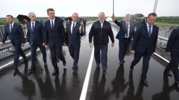 Лукашенко в предстоящей пятилетке ориентирует на приведение в порядок дорог местного значения