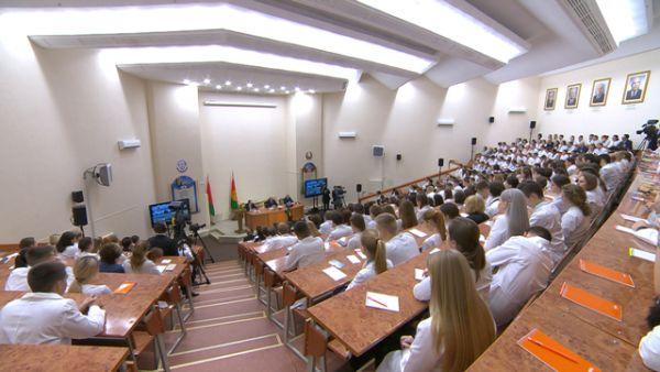 """""""Никто не будет обижать людей"""" - Лукашенко рассказал, что будет с зарплатой бюджетников в новом году"""