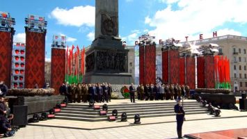 Лукашенко: пока наше поколение живо, Беларусь всегда будет стоять намертво