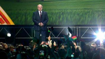 Лукашенко - народам Литвы, Польши и Украины: остановите своих безумных политиков, не дайте развязаться войне