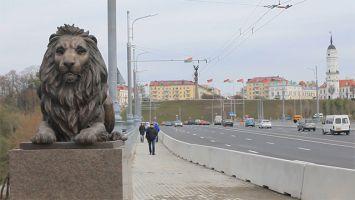 Установка бронзовых львов в Могилеве