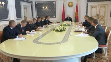 """""""Главное - темпы и качество"""" - Лукашенко поставил задачи перед аграриями в период уборочной"""