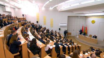 Лукашенко требует от госуправленцев быть ближе к людям, а не засиживаться в кабинетах