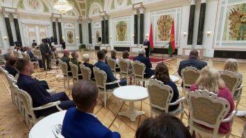 Лукашенко: пандемия - это не просто болезнь, а политическая и экономическая война