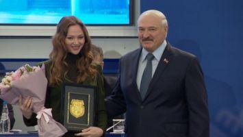 Лукашенко вручил Карстен и Герасимене почетные знаки НОК