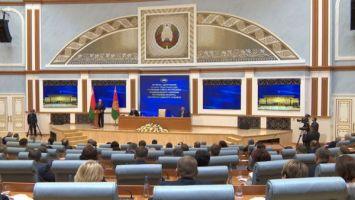 Лукашенко о Беларуси: мы объединили страну, и никто ее никому не сдаст