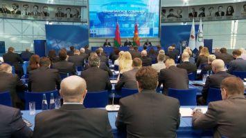 """Лукашенко: на раскачивание белорусского общества известные """"спонсоры"""" не жалеют денег"""