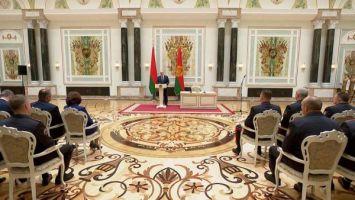 Лукашенко: никого не заставляю, не тащу в свою сторону, хотите - вставайте рядом