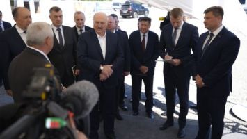 """О защите своего рынка и """"интеллектуальных карьерах"""". Подробности визита Лукашенко на """"Гранит"""""""