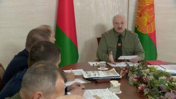 Лукашенко в Шклове провел встречу по территориальной обороне