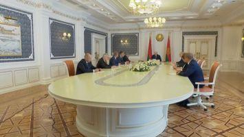 """""""Вы, как всегда, заступаете на передовую"""" - Лукашенко обновил местную вертикаль власти"""