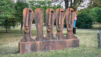 В центре Минска установили 15 гигантских арт-объектов