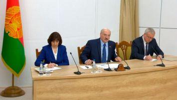 Лукашенко напомнил о научной составляющей учебы в магистратуре