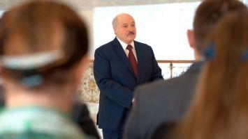 Лукашенко призывает людей пожилого возраста сделать прививку от COVID-19