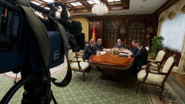 Вопросы оплаты труда в бюджетных организациях вынесены на обсуждение у Президента Беларуси