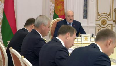 Лукашенко чиновникам: любое неисполнение - работать вы со мной не будете