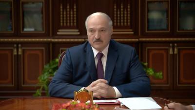 """Лукашенко об изменениях в Конституцию: никто """"под себя"""" ничего делать не собирается"""