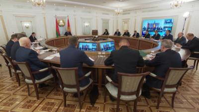 Лукашенко о коронафейках: интернет стал политическим полем драки