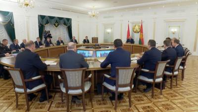 """""""Каждый должен распоряжаться своей судьбой"""". Лукашенко высказался на тему противоэпидемических мер и лечения от COVID-19"""