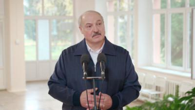 Лукашенко готов вакцинироваться от коронавируса, но белорусской вакциной