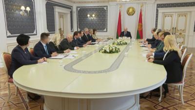 """""""Это сродни принятию новой Конституции"""". У Лукашенко обсудили корректировку Кодекса об образовании"""
