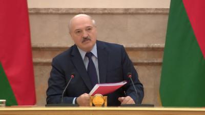 Лукашенко: в стране делают Конституцию для белорусского народа