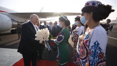 Лукашенко прилетел в Душанбе