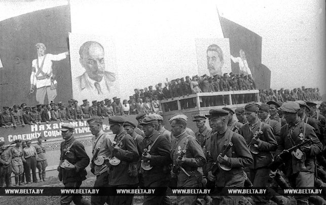 Июль 1944 года. Белорусские партизаны на параде в Минске. Фото БЕЛТА