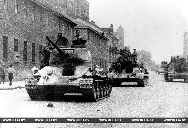 1 июля 1944 года. Советские танки на улицах освобожденного Минска. Фото БЕЛТА