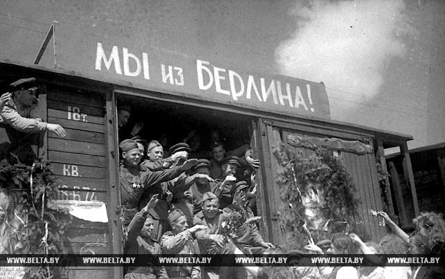 Летом 1945 года советские воины-победители возвращались в родные места. Фото Владимира Лупейко