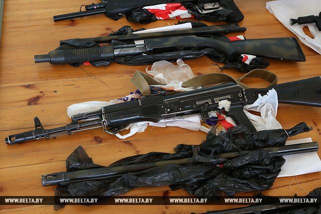Изъятое оружие боевиков