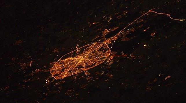Размещен снимок строящегося моста вКрым, сделанный изкосмоса