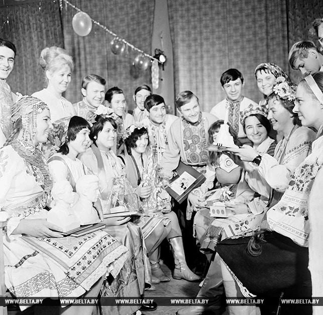 Гости из союзных республик на вечере интернациональной дружбы. 1973 год