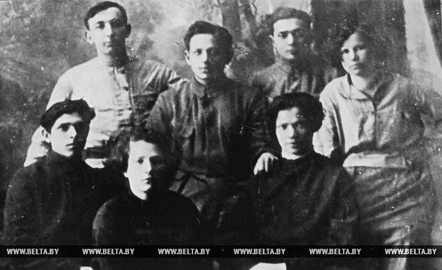 Группа членов мозырского уездного комитета комсомола. 1921 год