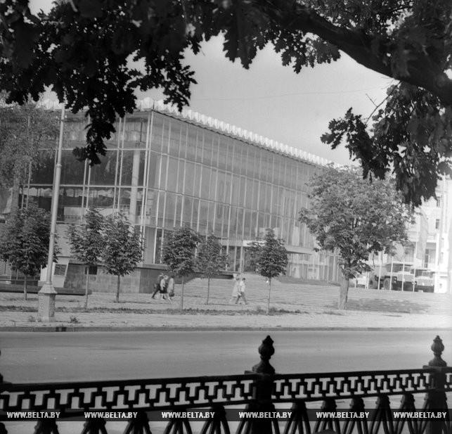 Здание ВДНХ БССР. Август 1970 года