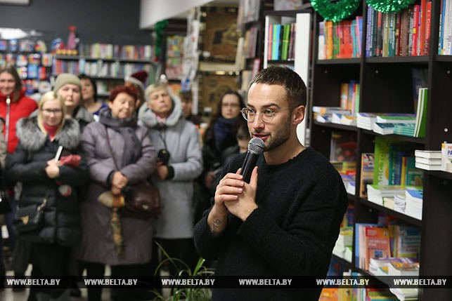 Дмитрий Шепелев в 1-ый день нового года отвел сына Платона накаток