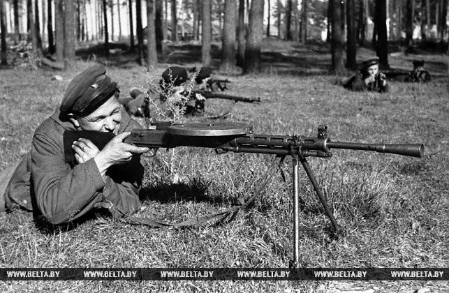 Минское партизанское соединение. Партизаны на боевых учениях. 1943 год