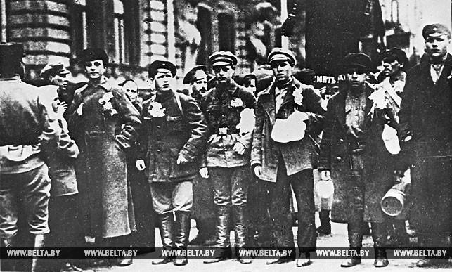 Чаусские комсомольцы перед отправкой на белопольский фронт. 1919 год
