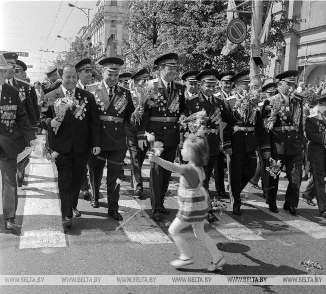 Шествие ветеранов войны и труда по Ленинскому проспекту, 1975 г.