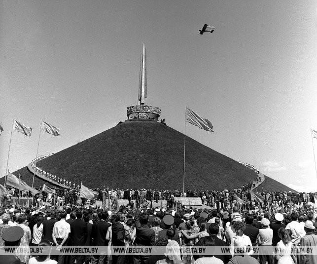Во время открытия Кургана Славы, 1969 г.