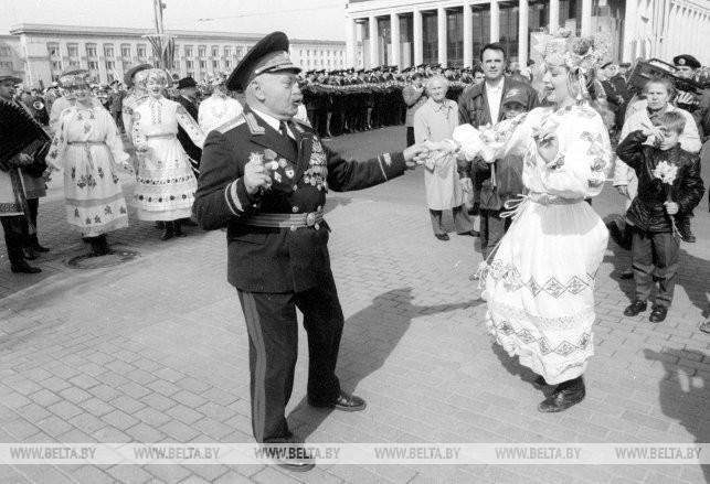 Шествие ветеранов Великой Отечественной войны в Минске, 1999 г.