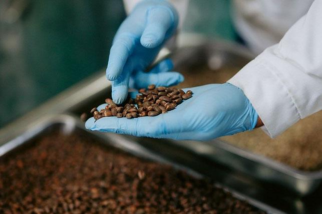 Совершенные технологии и оборудование, замкнутый цикл производства, собственный цех ароматных настоев – все это позволяет создавать белорусские крепкие напитки достойные мировых рынков